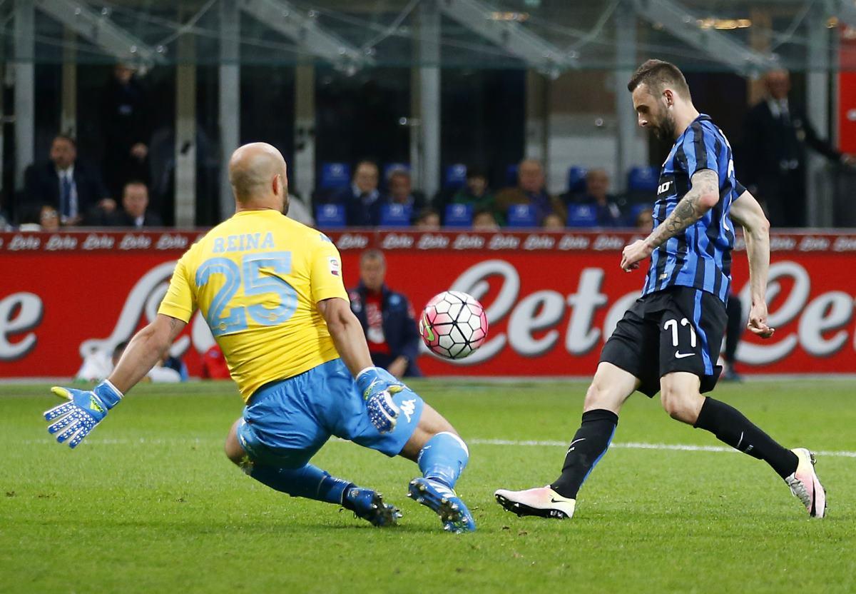 Napoli cae 2-0 frente al Inter y se olvida del título