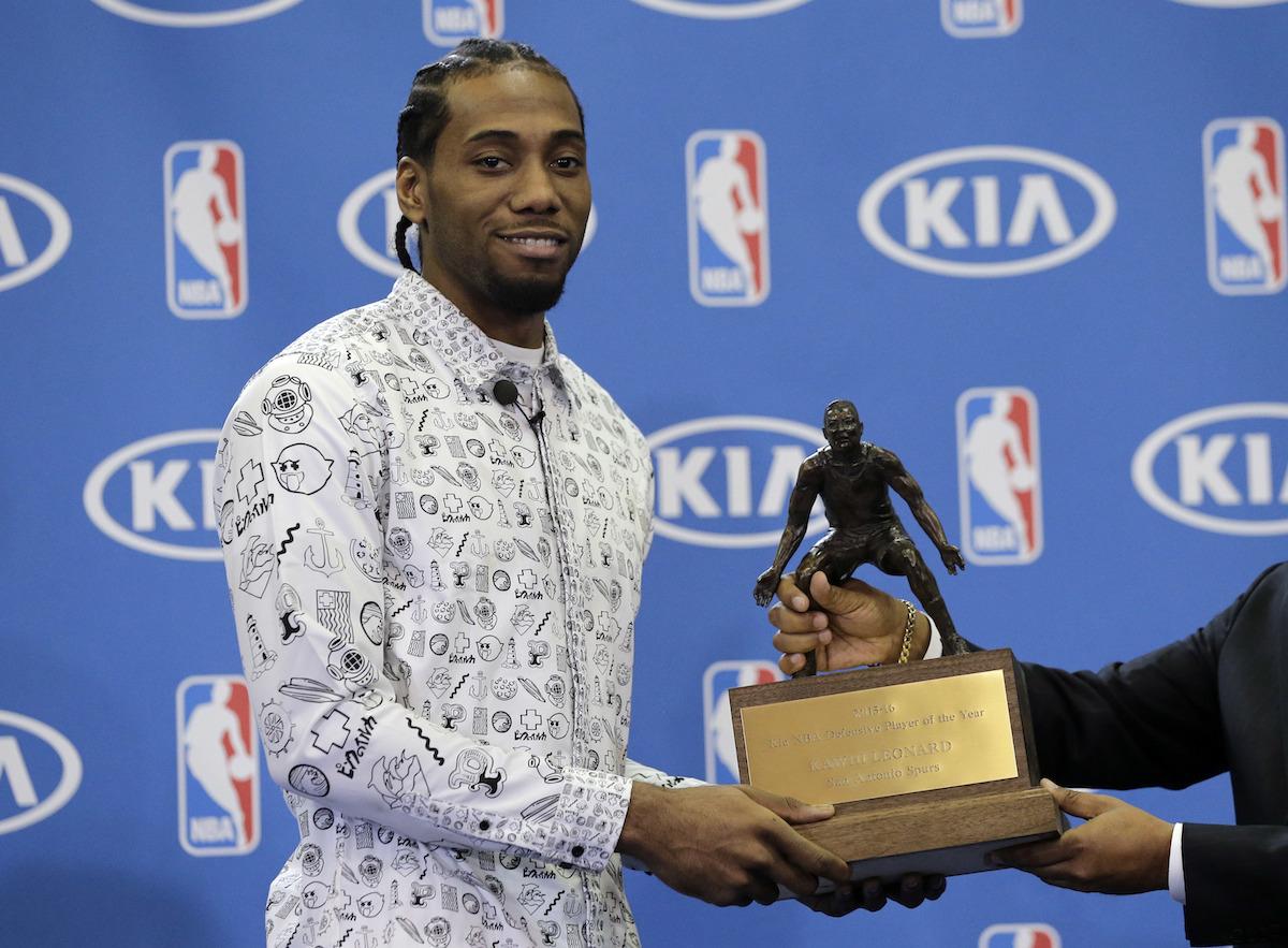 Kawhi Leonard repite como jugador defensivo del año en la NBA