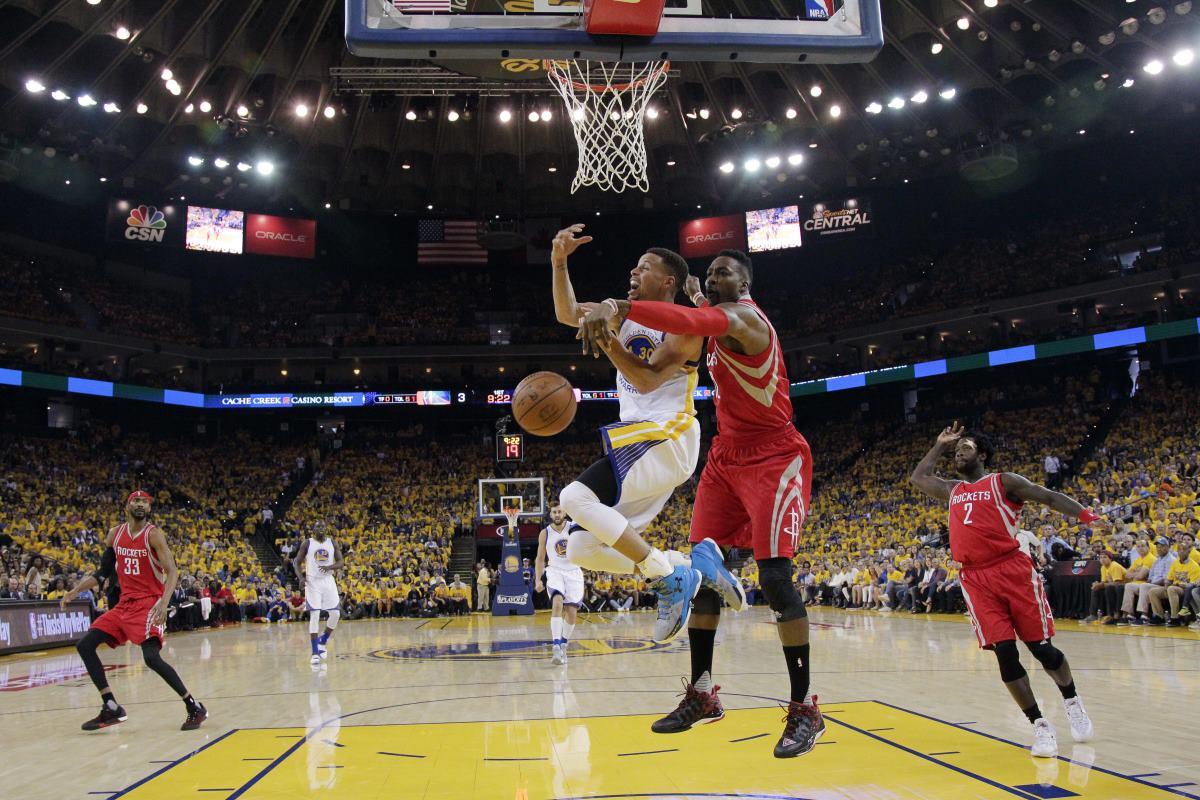 Curry y Warriors comienzan los playoffs ganando
