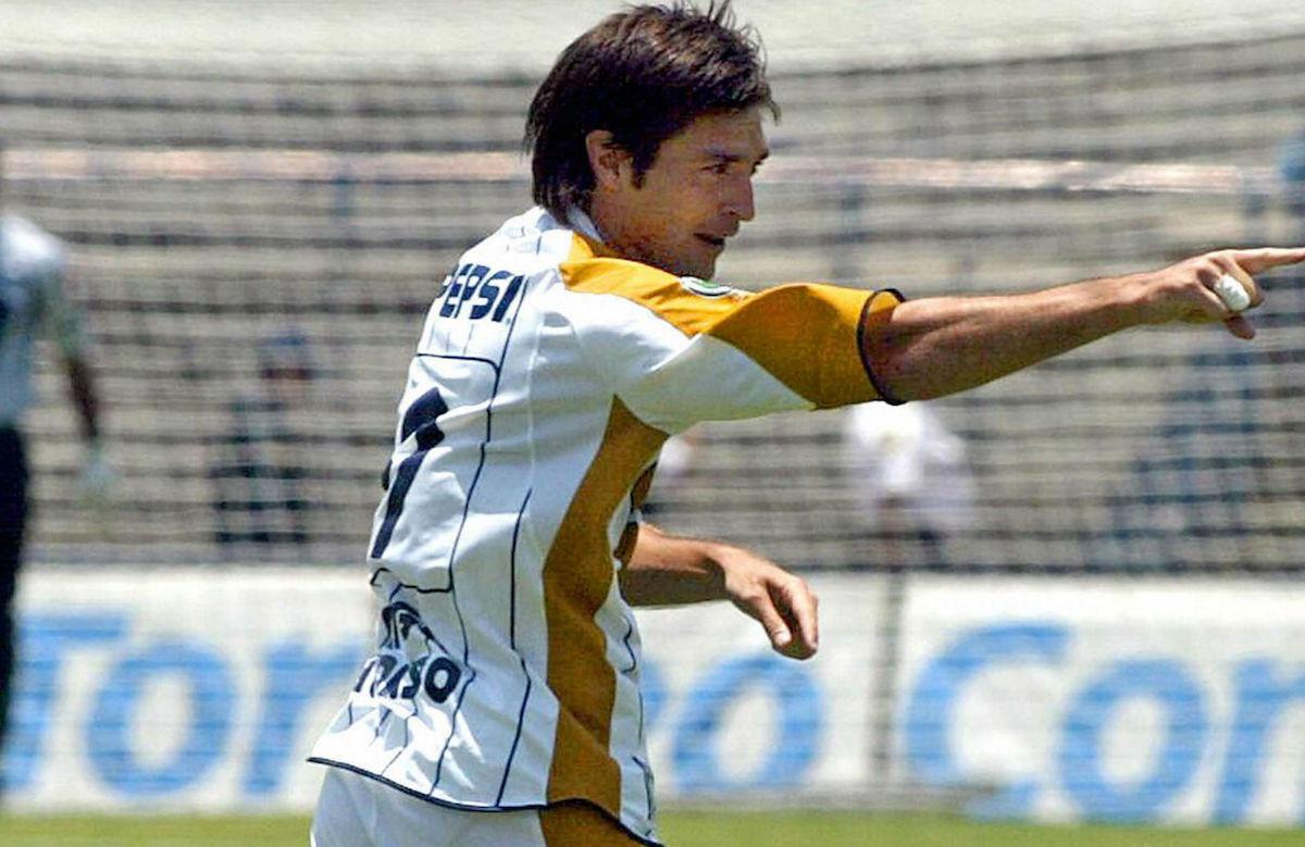 Diego Alonso, campeón como jugador en Pumas en 2004 -Foto: Especial