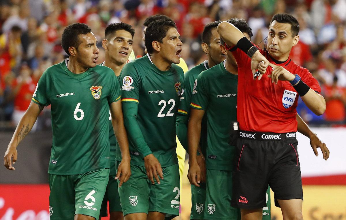 Bolivia quiere al menos, meterle el pie a la Albiceleste. Foto: Reuters