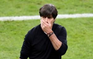 Joachim Löw fue captado tocándose sus partes íntimas durante el encuentro de Alemania ante Ucrania en la Eurocopa 2016.
