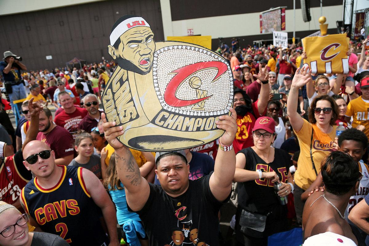 Aficionados reciben a los campeones de la NBA. Foto: Reuters