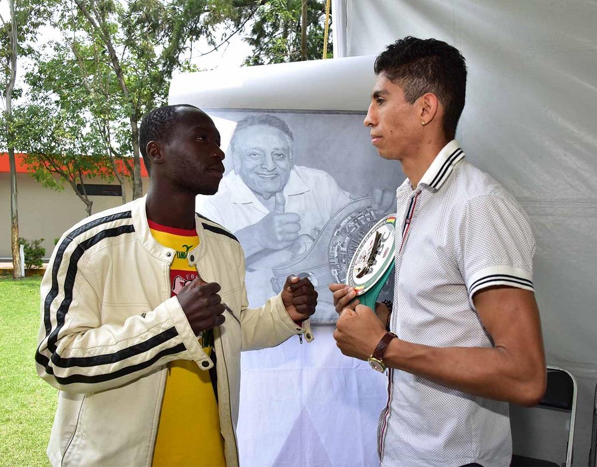 El mexiquense y el africano ansían subir al ring. Foto: Cortesía
