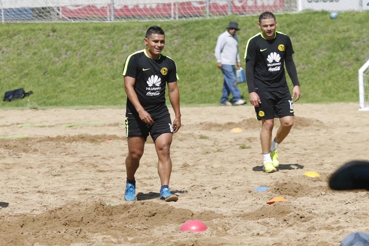 Osvaldo Martínez y Pablo Aguilar. Foto: Bernardo Cid Nieto