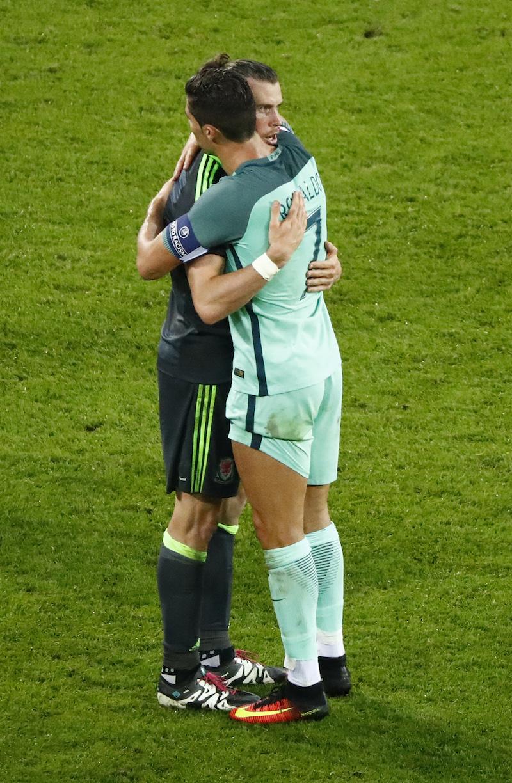 Cristiano Ronaldo tuvo palabras de consuelo y elogio para Gareth Bale. Foto: Reuters