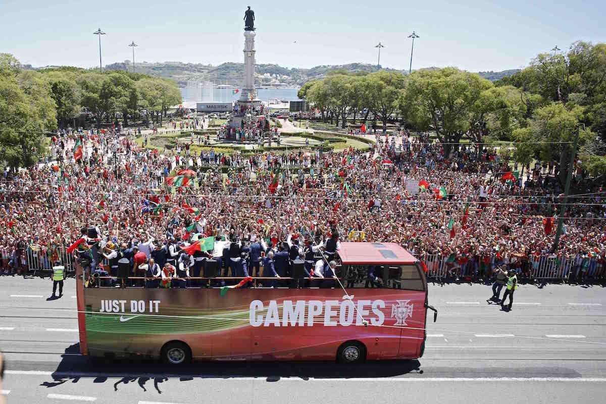 Portugal celebra el título de la Euro 2016. Foto: Reuters