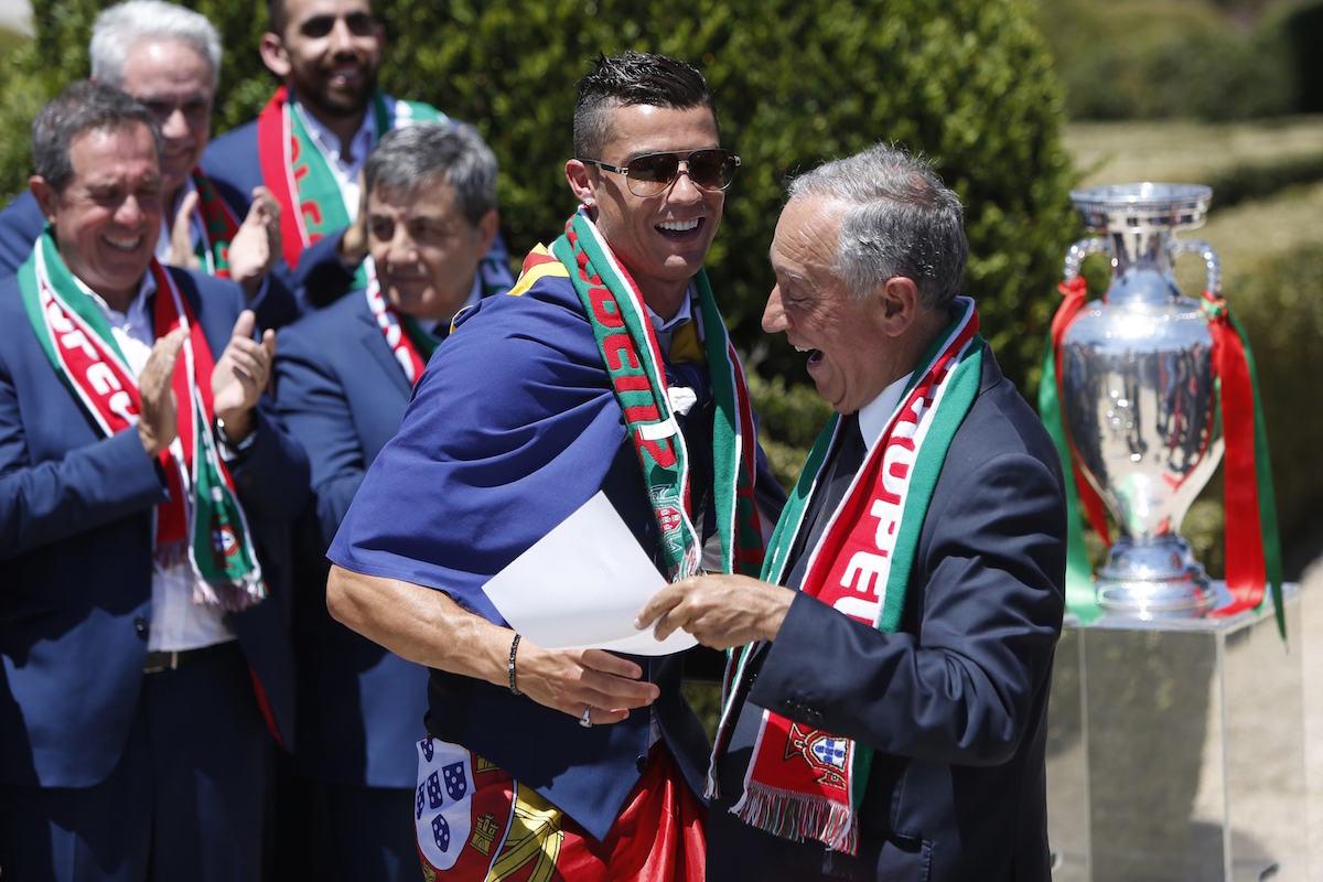 El presidente de Portugal, Marcelo Rebelo de Sousa, recibió al Portugal de Cristiano Ronaldo. Foto: AP