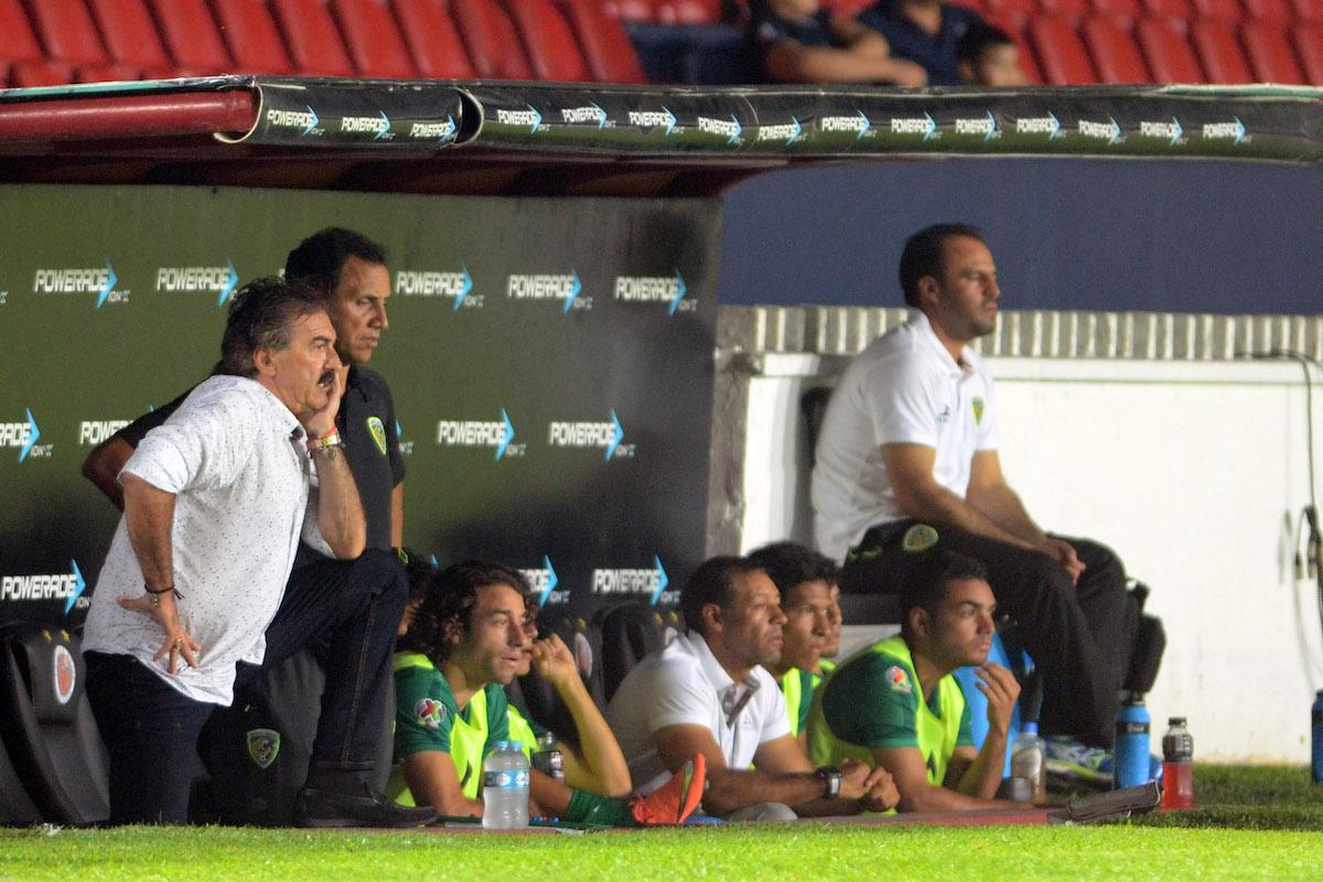 Lavolpe desde el banquillo en la Copa MX.