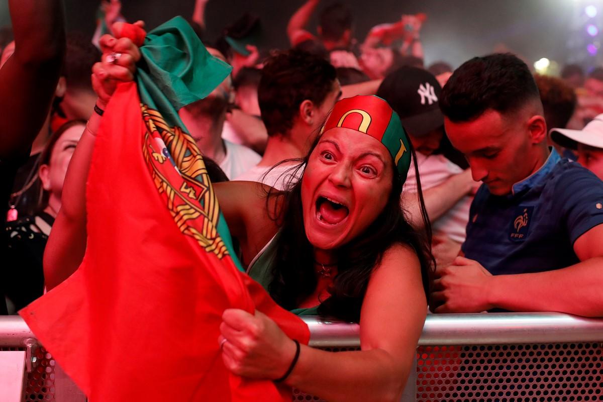 La afición de Portugal festeja el título.