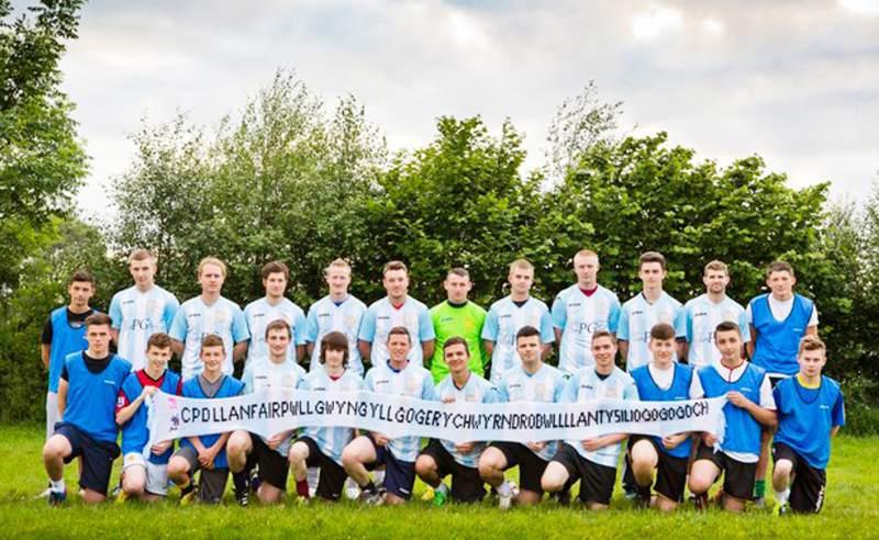 Llanfairpwllgwyngyllgogerychwyrndrobwllllantysiliogogogoch Football Club, el equipo con el nombre 'impronunciable'. Foto: Especial