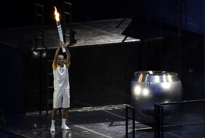 El encargado de encender el pebetero Vanderlei Lima FOTO: AP