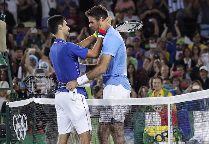 Novak Djokovic y Juan Martin del Potro se lucieron en la primera ronda de JO. Foto: AP