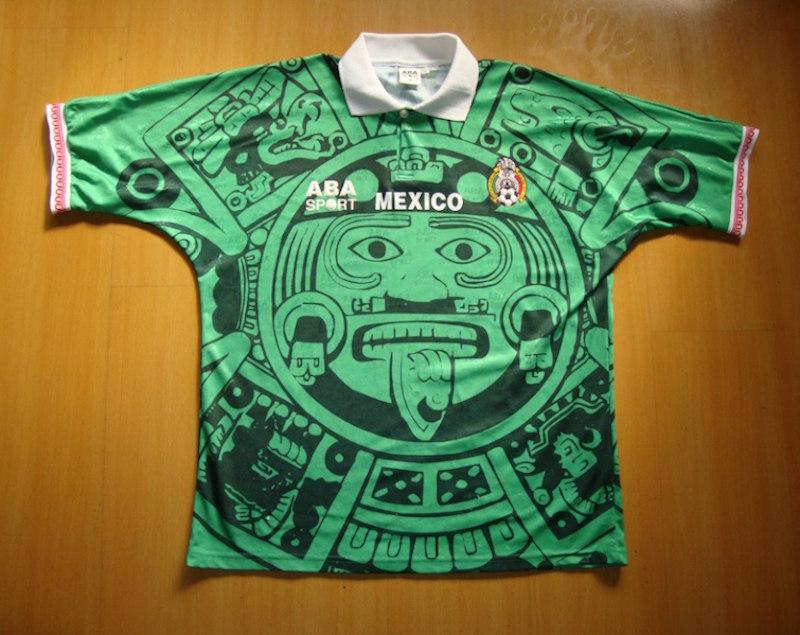 1) Mundial Francia 1998. Objeto de polémica, esta playera, con la Piedra del Sol, además de llamativa, recuerda a una de las mejores generaciones de mexicanos en una Copa del Mundo