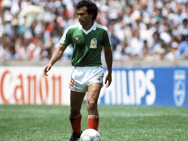 4) Mundial México 1986. Además de los gratos recuerdos (se alcanzaron los cuartos de final). Con este diseño, en blanco, Manuel Negrete metió uno de los goles más hermosos de la historia.