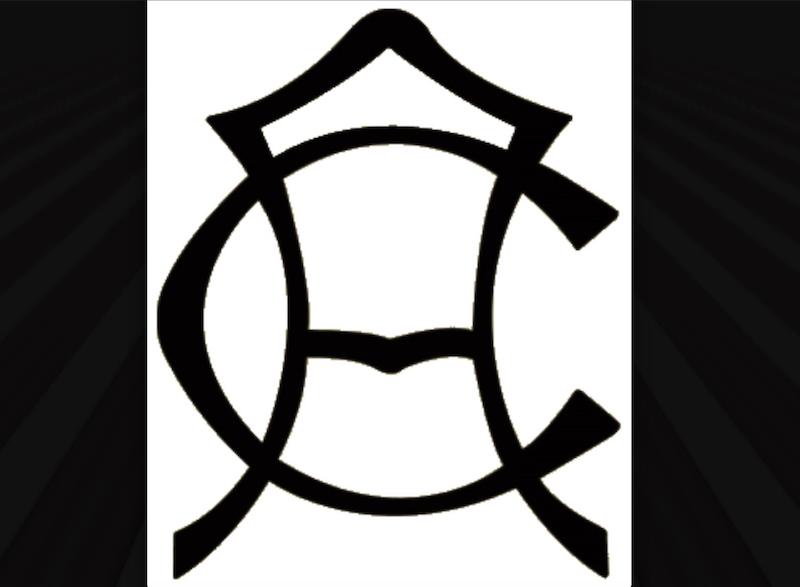 En 1916, tras fusionarse el Récord y el Colón, nace el América. El primer logo son unas letras C y A entrelazadas.