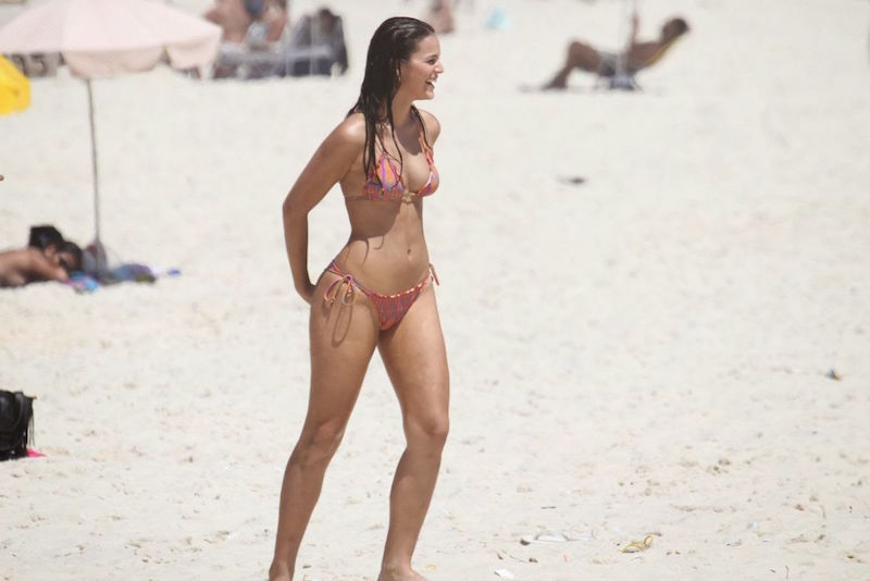 bruna-marquezine-seen-on-the-beach-during-a-shoot-in-rio-de-janeiro_1
