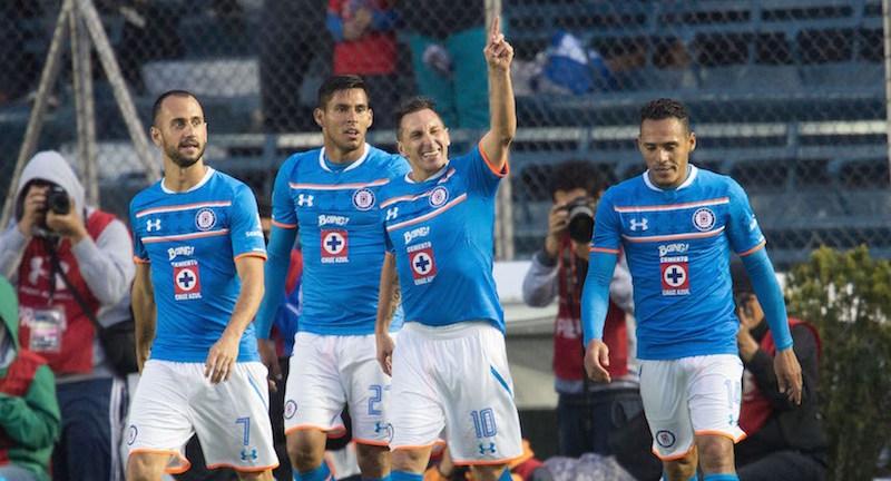 Cruz Azul de Honduras hasta se voló el escudo de la Máquina mexicana. Foto: Mexsport