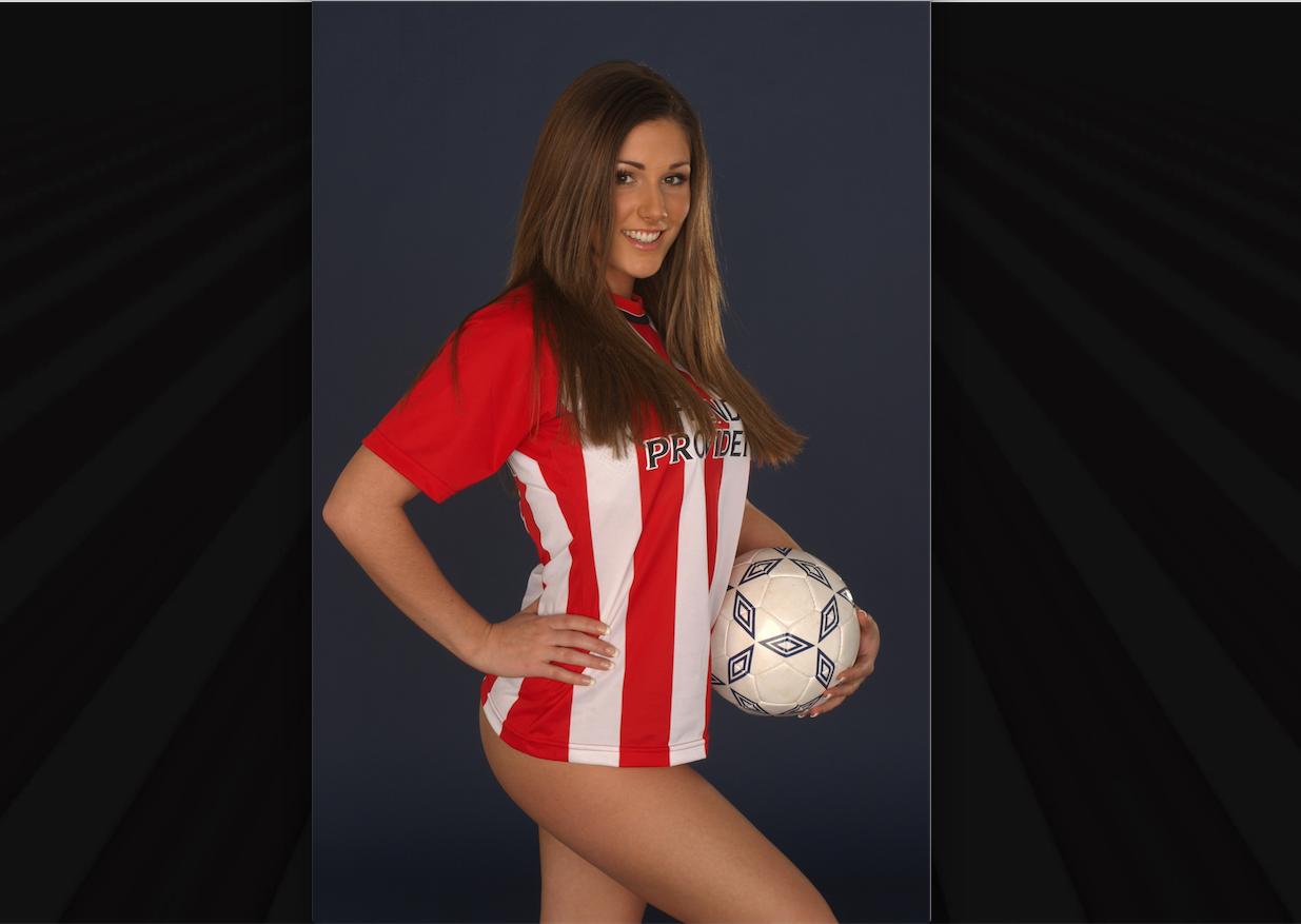 Lucy Pinder, la más sexy aficionada del southampton. Foto: Especial