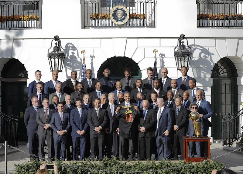 Obama festejó a los Cavaliers en los jardines de la Casa Banca, en su última ceremonia de ese tipo con un campeón deportivo antes de dejar la presidencia. Foto: AP
