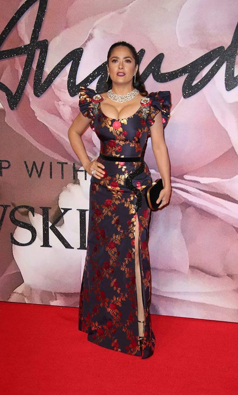 Salma Hayek sigue impactando con su belleza. Foto: AP