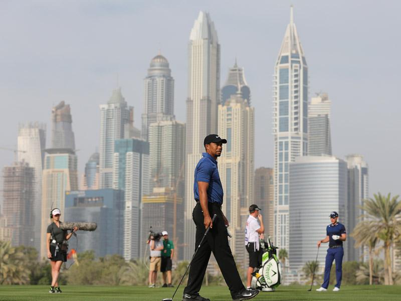 Mal inicio de Tiger Woods en Dubai