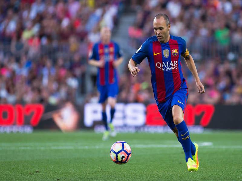Clásico de Iniesta y el árbitro