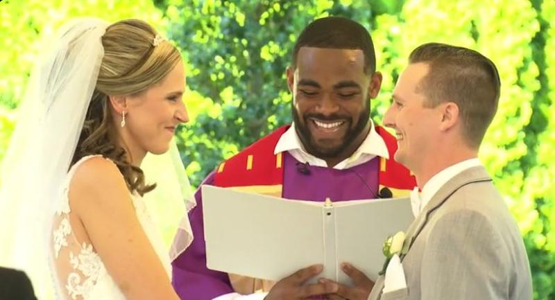 Jugador de Eagles casó a pareja de aficionados