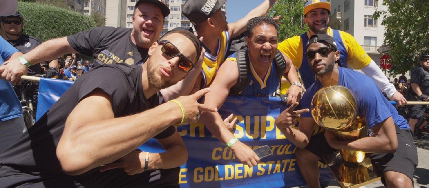 Golden State festeja al 100 con su gente