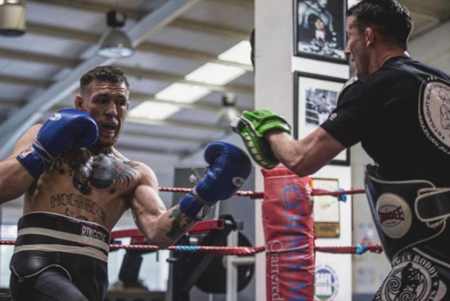 Sparring 'humilla' a Conor McGregor