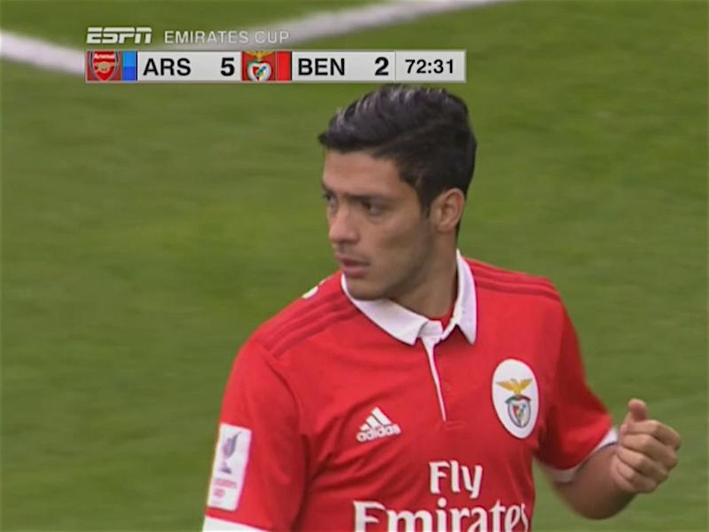 Raúl Jiménez y Benfica reciben goleada del Arsenal