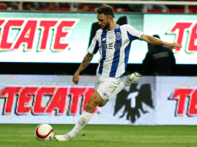 Layún no estará en debut del Porto