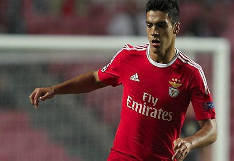 Jiménez cumple 100 juegos en el Benfica con escasos minutos en el campo