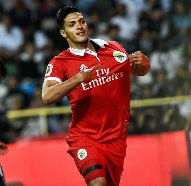 Con Golazo de Raúl Jiménez, Benfica alza título en Portugal
