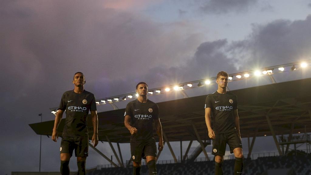 1cf2de50418c5 Manchester City presenta tercer uniforme - Estadio Deportes
