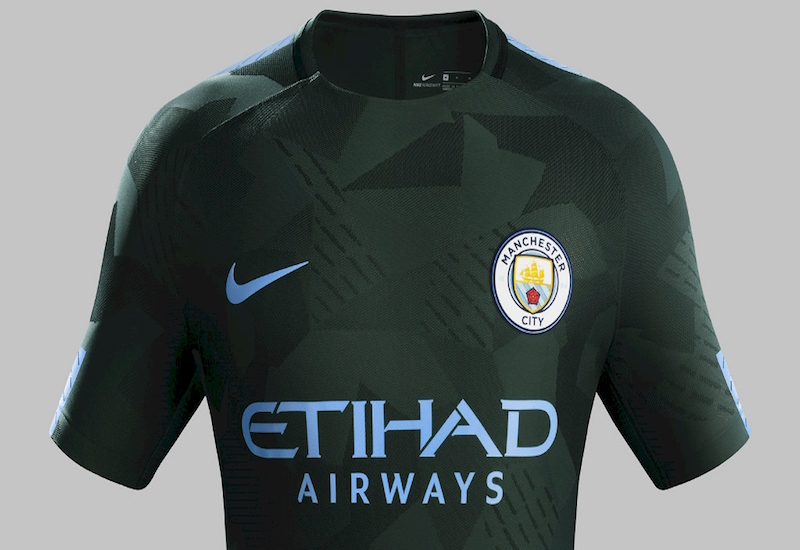 El Manchester City ha presentado en sociedad el nuevo diseño de la tercera  equipación para esta temporada 89ea859bc3c6b