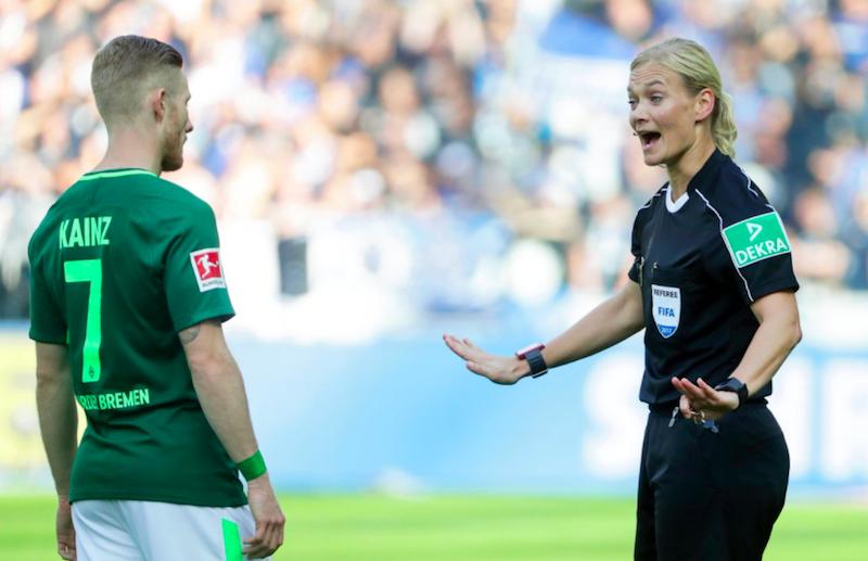 Mujer árbitro hace su debut en la Bundesliga