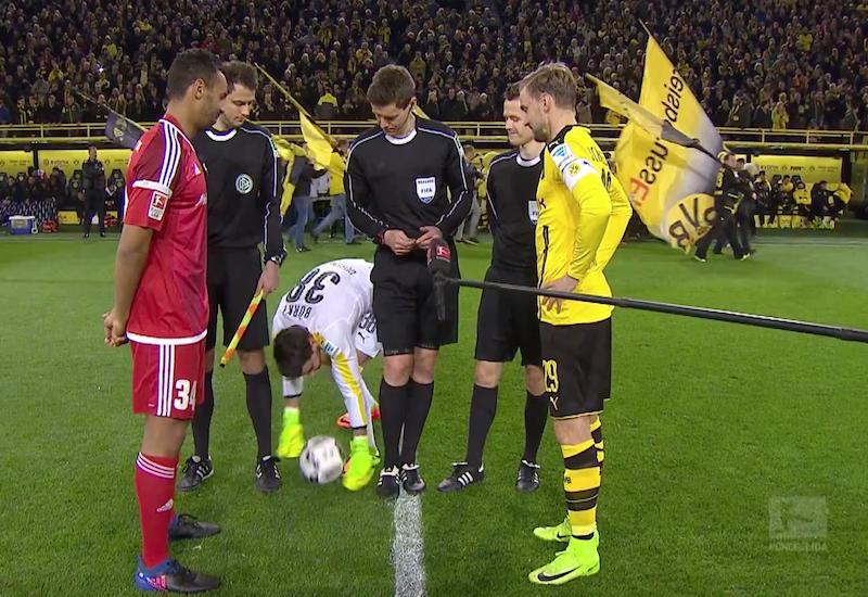 VIDEO: el curioso ritual del portero del Borussia Dortmund