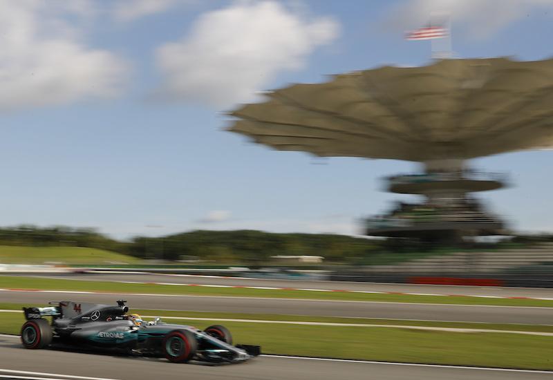 Hamilton se lleva la pole de Malasia