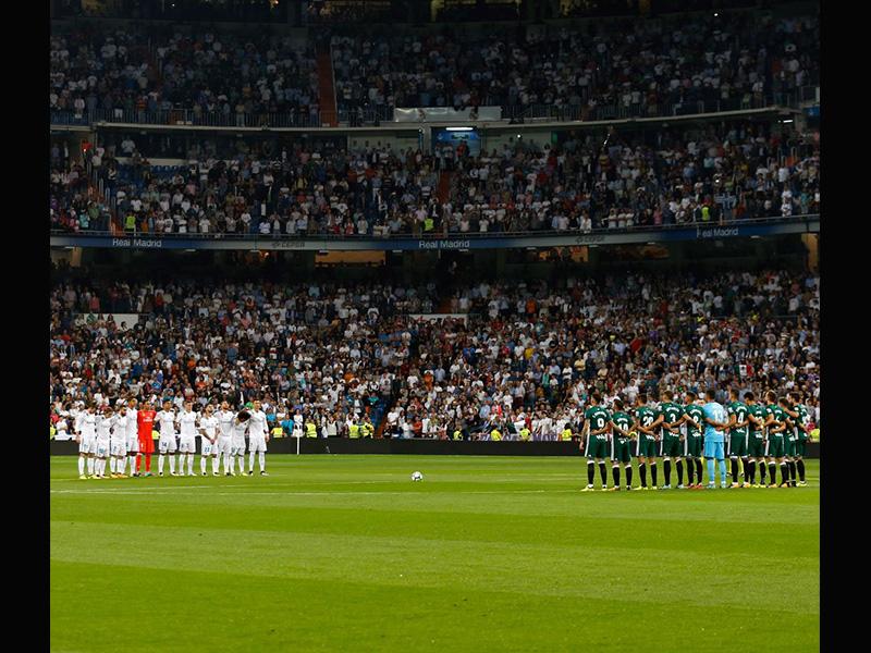 Minuto de silencio en Santiago Bernabéu, con Guardado en banca