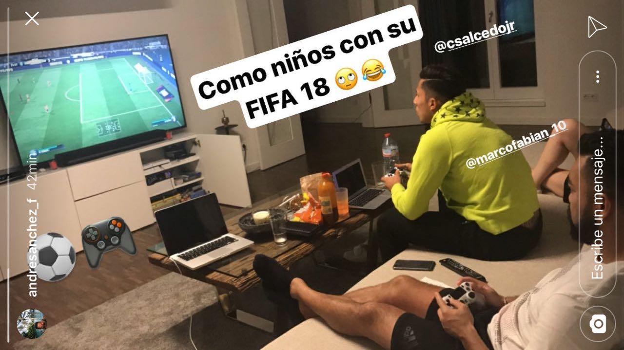 Novia de Marco Fabián lo delata por su afición al FIFA18 | Estadio ...