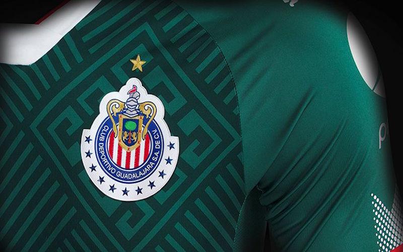 Chivas presenta su tercer uniforme