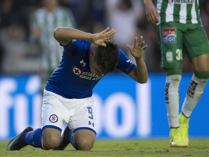 Cruz Azul empata de 'milagro' en el Azul ante León