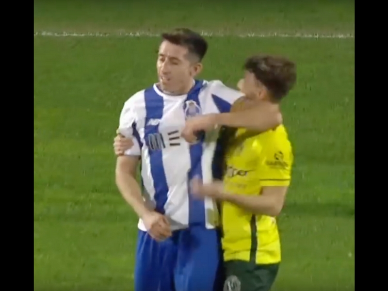 VIDEO: Suspenden a Héctor Herrera por este codazo