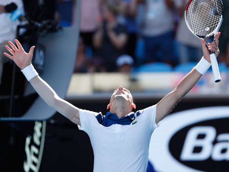 Djokovic debuta con poderío en Abierto de Australia