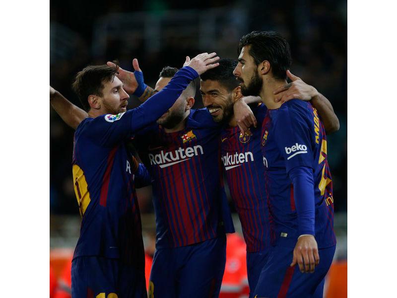 Suárez y Messi regalan voltereta al Barça en Anoeta