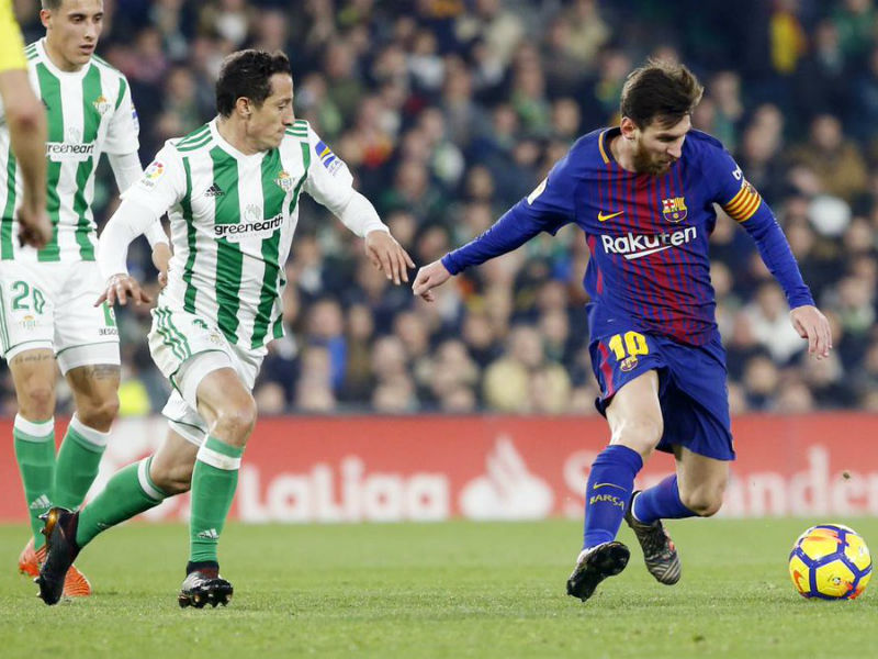 Barcelona golea al Betis de Guardado