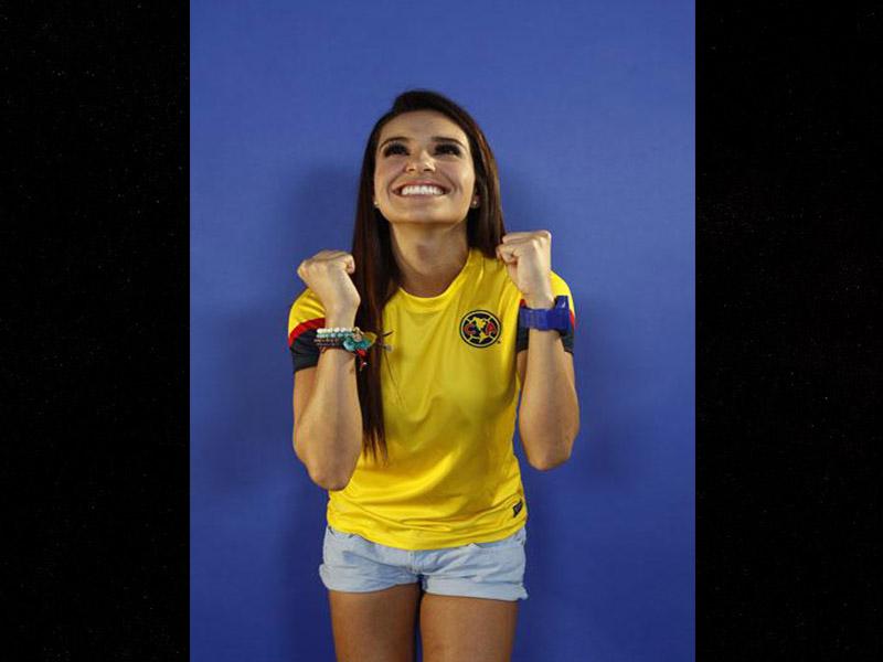 Tania Rincón, sensualidad azulcrema