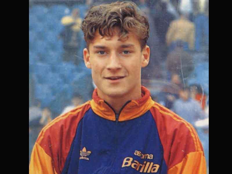 VIDEO: La Roma recuerda debut de Totti hace 25 años
