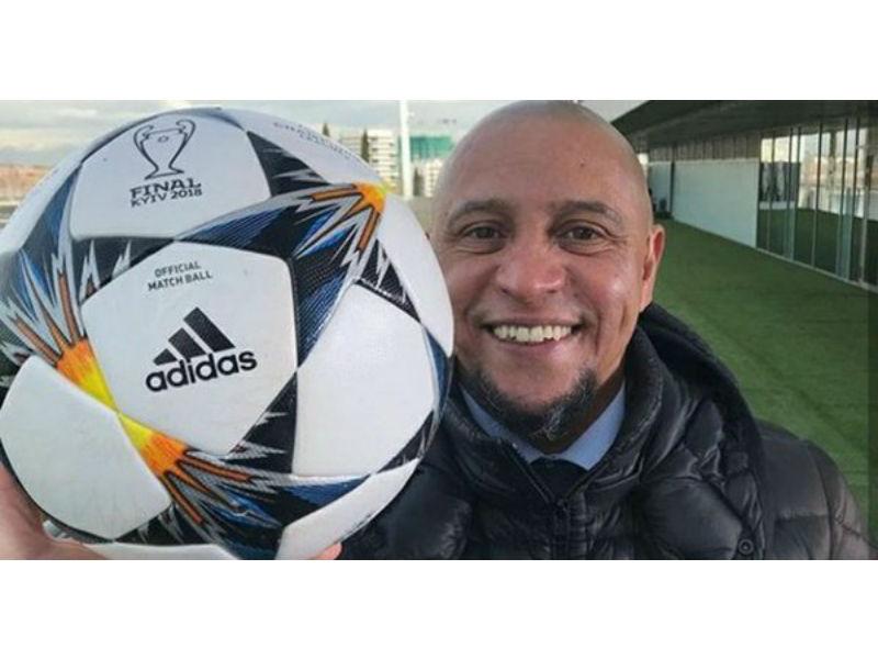 Roberto Carlos te enseña cómo pegarle al balón